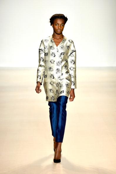 Long Sleeved「Mercedes-Benz Fashion Week Fall 2014 - Official Coverage - Best Of Runway Day 4」:写真・画像(18)[壁紙.com]