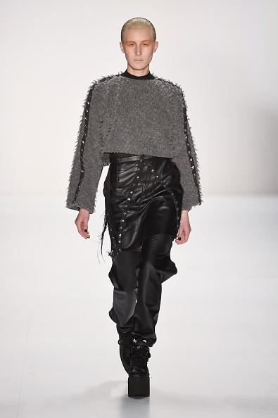 セーター「Pearly Wong Show - Mercedes-Benz Fashion Week Berlin Autumn/Winter 2015/16」:写真・画像(16)[壁紙.com]