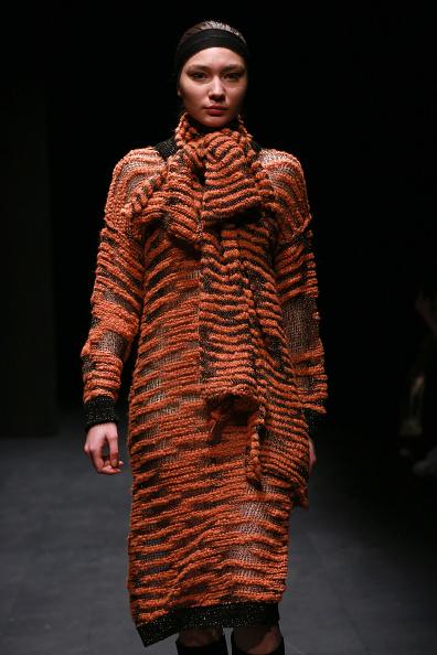 オレンジ色「Onder Ozkan -  Runway - Mercedes-Benz Fashion Week Istanbul - March 2019」:写真・画像(14)[壁紙.com]