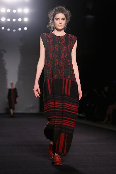 Red Shoe「Uma Wang - Runway - Milan Fashion Week Womenswear Autumn/Winter 2014」:写真・画像(10)[壁紙.com]