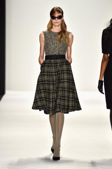 Round Neckline「Badgley Mischka - Runway - Mercedes-Benz Fashion Week Fall 2014」:写真・画像(9)[壁紙.com]