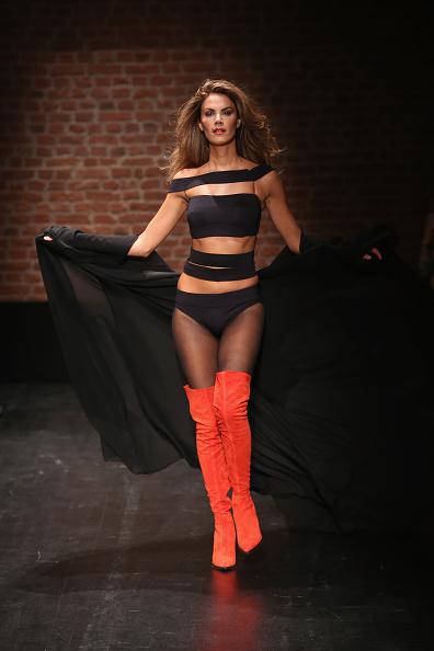 Orange Shoe「Cihan Nacar - Runway - Mercedes-Benz Fashion Week Istanbul - October 2016」:写真・画像(11)[壁紙.com]
