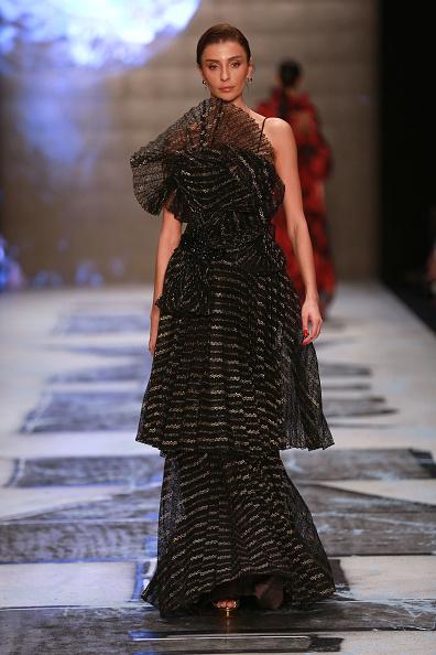 Striped Dress「Ozlem Suer - Runway - Mercedes-Benz Fashion Week Istanbul - March 2019」:写真・画像(14)[壁紙.com]