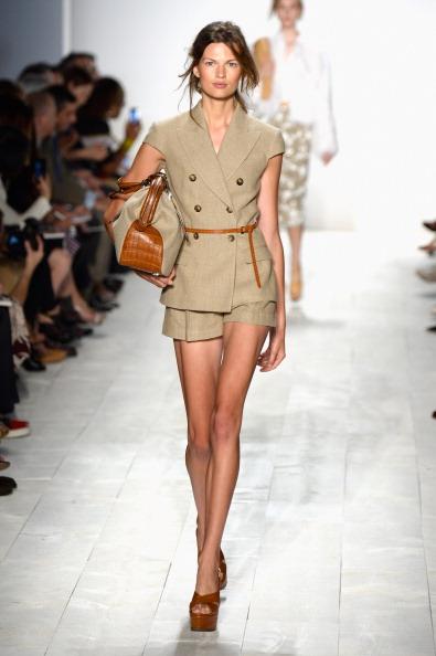 Beige Shorts「Michael Kors - Runway - Mercedes-Benz Fashion Week Spring 2014」:写真・画像(0)[壁紙.com]