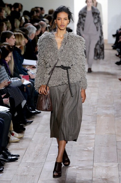 Gray Skirt「Mercedes-Benz Fashion Week Fall 2014 - Official Coverage - Best Of Runway Day 7」:写真・画像(17)[壁紙.com]