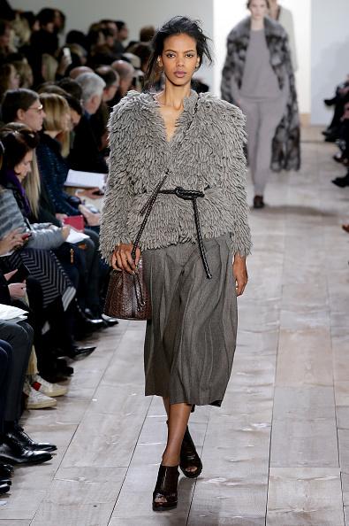 Mid Calf Length「Michael Kors - Runway - Mercedes-Benz Fashion Week Fall 2014」:写真・画像(19)[壁紙.com]