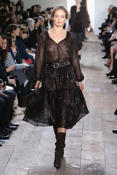 Mid Calf Length「Michael Kors - Runway - Mercedes-Benz Fashion Week Fall 2014」:写真・画像(18)[壁紙.com]