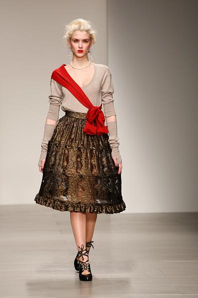 Scooped Neck「Vivienne Westwood Red Label: Runway - London Fashion Week AW14」:写真・画像(19)[壁紙.com]