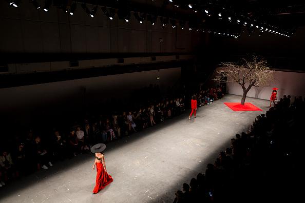 ロンドンファッションウィーク「OSMAN - Runway - LFW SS16」:写真・画像(4)[壁紙.com]