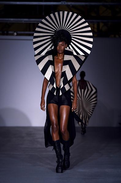 London Fashion Week「Gareth Pugh - Runway - LFW September 2016」:写真・画像(8)[壁紙.com]