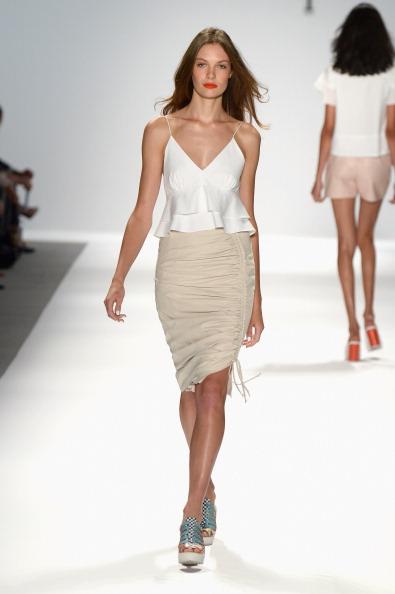 Long Hair「TRESemme at Nanette Lepore - Runway - Mercedes-Benz Fashion Week Spring 2014」:写真・画像(14)[壁紙.com]
