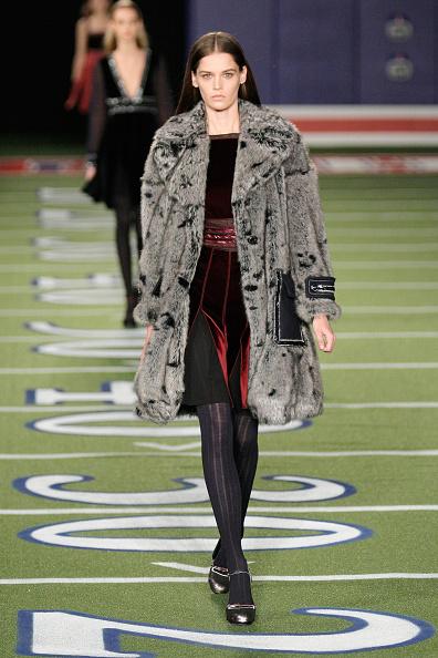 ロングヘア「Tommy Hilfiger Women's - Runway - Mercedes-Benz Fashion Week Fall 2015」:写真・画像(17)[壁紙.com]