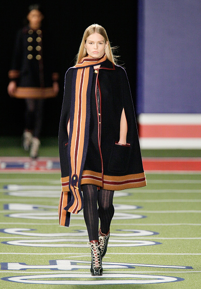 Black Coat「Tommy Hilfiger Women's - Runway - Mercedes-Benz Fashion Week Fall 2015」:写真・画像(6)[壁紙.com]