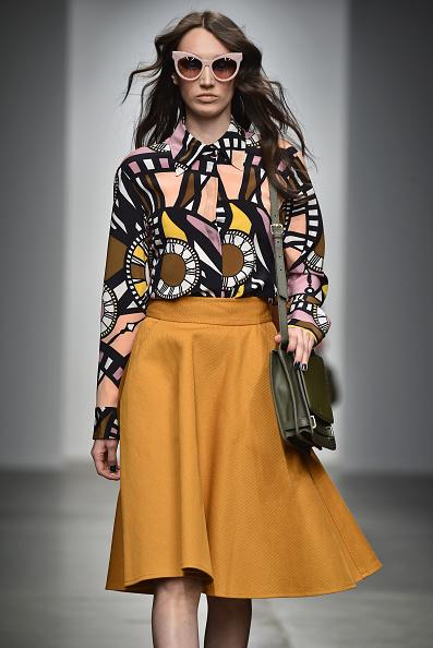 Middle Hair Part「Karen Walker - Runway - Mercedes-Benz Fashion Week Fall 2015」:写真・画像(5)[壁紙.com]