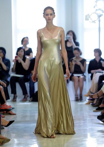 Sleeveless Dress「Josie Natori - Runway - Mercedes-Benz Fashion Week Spring 2014」:写真・画像(9)[壁紙.com]