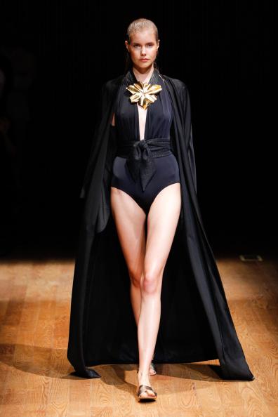 Black Coat「Josie Natori - Runway - Mercedes-Benz Fashion Week Spring 2015」:写真・画像(2)[壁紙.com]