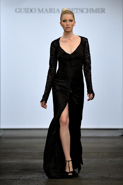 Black Color「Guido Maria Kretschmer Show」:写真・画像(2)[壁紙.com]