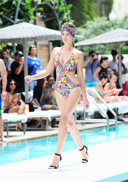 Halter Top「Gottex At Mercedes-Benz Fashion Week Swim 2014 - Runway」:写真・画像(6)[壁紙.com]