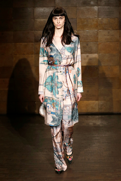 Satin Pants「Snow Xue Gao Fall 2019 Runway Show New York Fashion Week」:写真・画像(6)[壁紙.com]