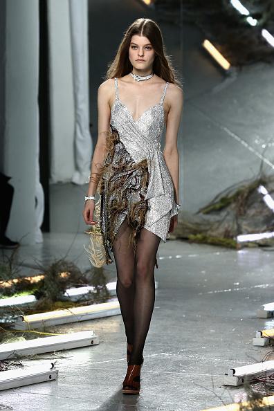 Middle Hair Part「Rodarte - Runway - Mercedes-Benz Fashion Week Fall 2015」:写真・画像(6)[壁紙.com]
