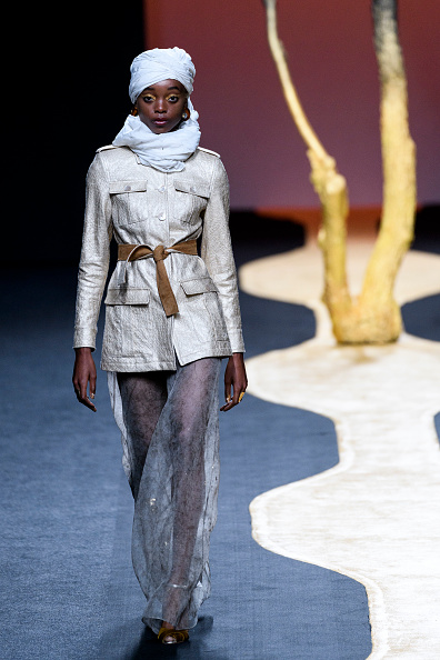 Suede「Miguel Marinero Catwalk - Mercedes Benz Fashion Week Madrid - July 2018」:写真・画像(17)[壁紙.com]