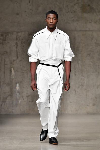 Rolled-Up Sleeves「Carlos Campos - Runway - February 2018 - New York Fashion Week Mens'」:写真・画像(14)[壁紙.com]