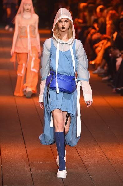 Knee Length「DKNY Women's - Runway - September 2016 - New York Fashion Week」:写真・画像(15)[壁紙.com]