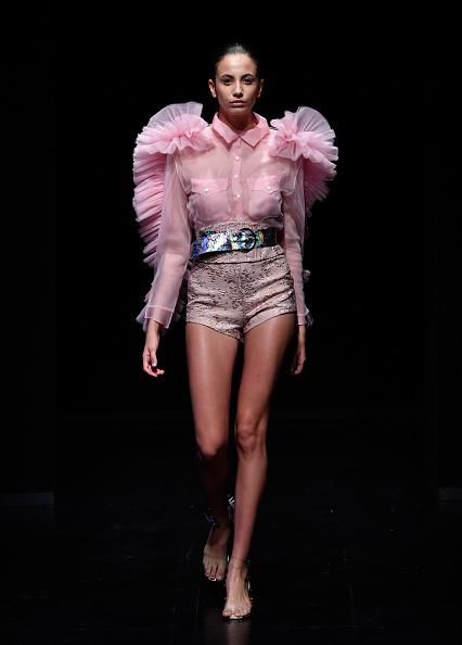 Ruffled Shirt「Sudi Etuz - Runway - Mercedes-Benz Fashion Week Istanbul - September 2017」:写真・画像(10)[壁紙.com]