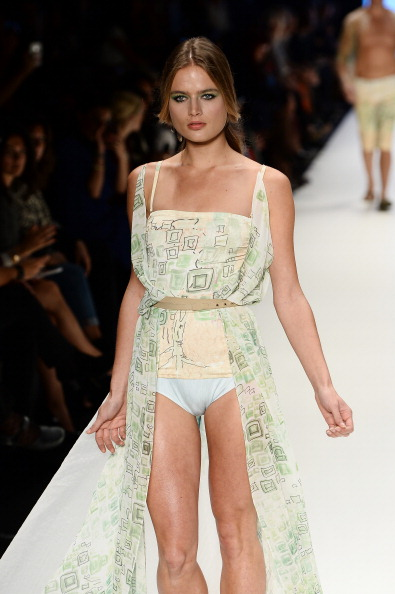 Showing「Red Beard By Tanju Babacan - Runway - MBFWI S/S 2014 Presented By American Express」:写真・画像(19)[壁紙.com]