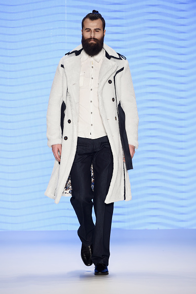 Winter Fashion Collection「Can Yunus Cetinkaya Runway - Mercedes-Benz Fashion Week Istanbul Autumn/Winter 2016」:写真・画像(4)[壁紙.com]
