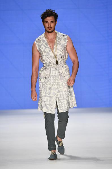 One Man Only「Can Yunus Cetinkaya - Runway - Mercedes-Benz Fashion Week Istanbul - October 2016」:写真・画像(7)[壁紙.com]