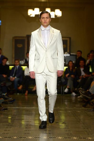 Stuart C「Serdar Uzuntas - Runway - Mercedes Benz Fashion Week Istanbul Fall/Winter 2015」:写真・画像(1)[壁紙.com]