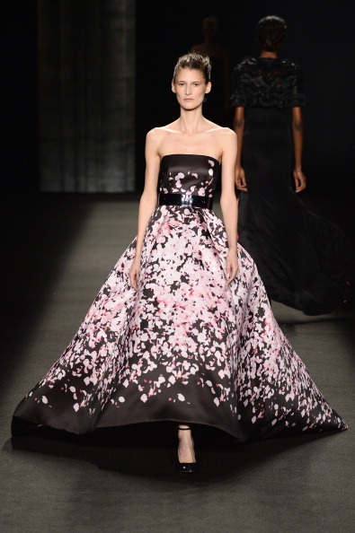 Strapless Evening Gown「Monique Lhuillier - Runway - Mercedes-Benz Fashion Week Fall 2014」:写真・画像(7)[壁紙.com]
