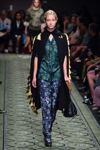 London Fashion Week「Burberry - Runway - LFW September 2016」:写真・画像(1)[壁紙.com]