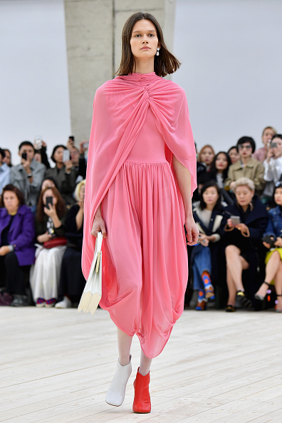 春夏コレクション「Celine : Runway - Paris Fashion Week Womenswear Spring/Summer 2017」:写真・画像(1)[壁紙.com]