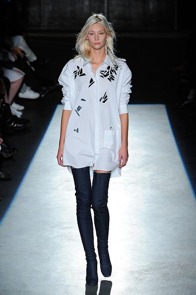 Spring Collection「Lutz Huelle : Runway - Paris Fashion Week Womenswear Spring/Summer 2016」:写真・画像(18)[壁紙.com]