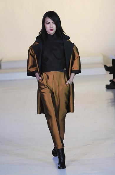 Long Hair「Julianna Bass - Runway - Mercedes-Benz Fashion Week Fall 2015」:写真・画像(16)[壁紙.com]