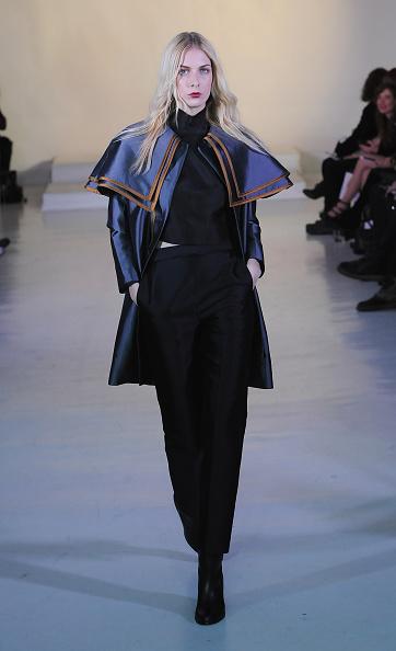 Long Hair「Julianna Bass - Runway - Mercedes-Benz Fashion Week Fall 2015」:写真・画像(15)[壁紙.com]