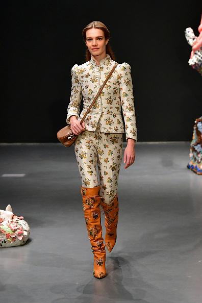 Catwalk - Stage「Tory Burch Fall Winter 2020 Fashion Show - Runway」:写真・画像(18)[壁紙.com]