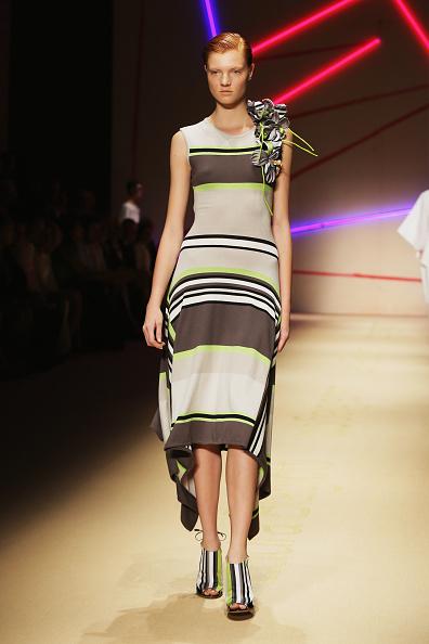 Sleeveless「Laura Biagiotti - Runway - Milan Fashion Week Womenswear Spring/Summer 2015」:写真・画像(17)[壁紙.com]