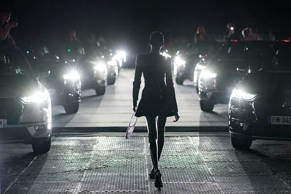 Fashion Model「Coperni : Backstage - Paris Fashion Week Womenswear Fall/Winter 2021/2022」:写真・画像(7)[壁紙.com]