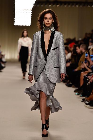 銀色「Lanvin : Runway - Paris Fashion Week Womenswear Fall/Winter 2016/2017」:写真・画像(17)[壁紙.com]