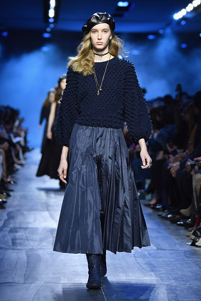Beret「Christian Dior : Runway - Paris Fashion Week Womenswear Fall/Winter 2017/2018」:写真・画像(14)[壁紙.com]