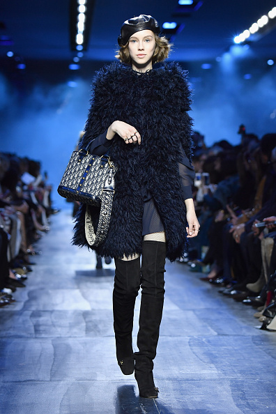 Beret「Christian Dior : Runway - Paris Fashion Week Womenswear Fall/Winter 2017/2018」:写真・画像(10)[壁紙.com]