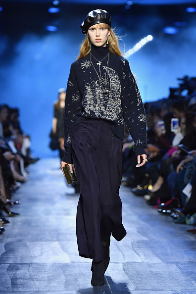 Beret「Christian Dior : Runway - Paris Fashion Week Womenswear Fall/Winter 2017/2018」:写真・画像(17)[壁紙.com]