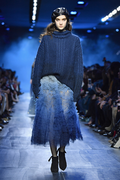 セーター「Christian Dior : Runway - Paris Fashion Week Womenswear Fall/Winter 2017/2018」:写真・画像(13)[壁紙.com]