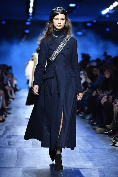 秋冬コレクション「Christian Dior : Runway - Paris Fashion Week Womenswear Fall/Winter 2017/2018」:写真・画像(15)[壁紙.com]