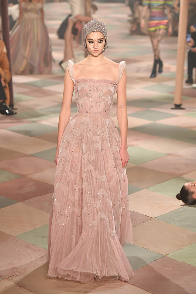 クリスチャンディオールのドレス「Christian Dior : Runway - Paris Fashion Week - Haute Couture Spring Summer 2019」:写真・画像(9)[壁紙.com]