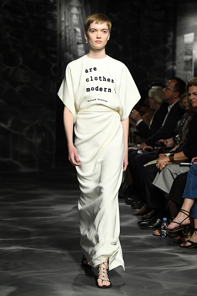 Paris Haute Couture Fashion Week「Christian Dior : Runway - Paris Fashion Week - Haute Couture Fall/Winter 2019/2020」:写真・画像(14)[壁紙.com]