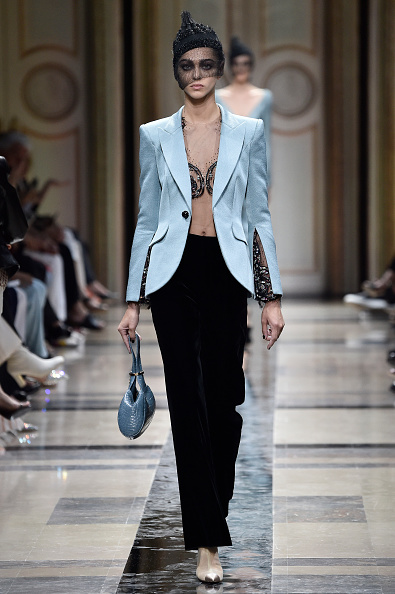 ブランド ジョルジオアルマーニ「Giorgio Armani Prive : Runway - Paris Fashion Week - Haute Couture Fall/Winter 2017-2018」:写真・画像(16)[壁紙.com]